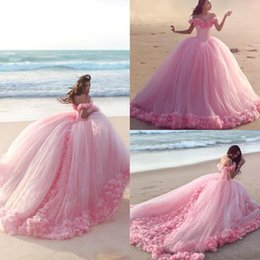 Habille Pour Une Fête De Quinceanera Pas Cher-2017 Romantic Beautiful Layers Fleurs à la main Pink Quinceanera Robes Ball Gowns Off Shoulder Princess Party Robes de soirée Formal Sweet 16