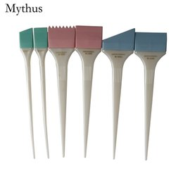 Chinese  White Handle Professional Hair Dyeing Comb 6Pcs Pack Salon Hair Tinting Tools Hair Coloring Mixing Brushes Set HY-9 manufacturers