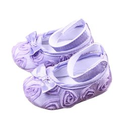 Barato Sapatas Bonitos Do Infante Do Bebé-Cute Baby Girl Floral Roses Crib Shoes Confortável Soft Sole Bowknot Anti-Slip Sandal Princesa Rose Flower Infant Toddler Shoes