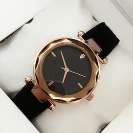 2019 модные женские кожаные часы красный / серый / черный / зеленый / красный кварцевые часы леди платье роскошные наручные часы известный дизайн JaRelojes De Marca Mujer