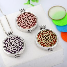 $enCountryForm.capitalKeyWord Canada - 1Pcs Oil Perfume Diffuser Locket Pendant Women Girls Necklace With 2pcs Luminous Pads And 5 Pads Wedding Gift For Bride free shipping