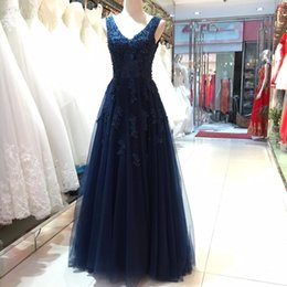 Robe De Dentelle Bleue Sans Dossier Pas Cher-Vintage 2017 Navy Blue Prom Dress A Line V Neck Sexy Backless Beaded Dentelle Appliques Tulle Evening Party Robes Longueur de plancher