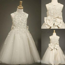 $enCountryForm.capitalKeyWord Canada - 2017 Cheap Lace Tulle Sheer Girls Kids Flower Dresses with Bow Baby Formal Occasion First Communion Party Prom Skirt Charming Real Pictures