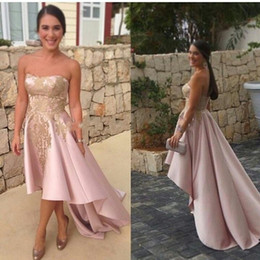 Barato Vestido De Cocktail Rosa Sem Alças-Light Pink High Low Short Cocktail Dresses 2017 Strapless Gold Lace Appliqued Tea Length Short Prom Dresses Formal Party Wear Cheap