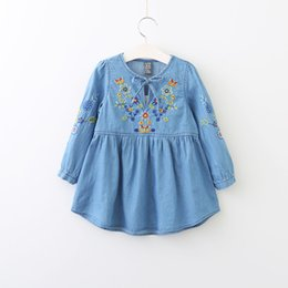 Robe D'arc Brodée Pas Cher-Everweekend Girls Floral Brodé Denim Dress Cute Baby Ruffles Bow Vêtements Sweet Kids Western Fashion Fall Clothing
