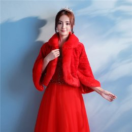 Barato Casaco De Bolero Vermelho-Hot Sale Red Fur Casaco de casamento nupcial Cool Winter Warm Faux Fur Bridal Bolero Wedding Shawl Bridal Wraps For Prom Wedding