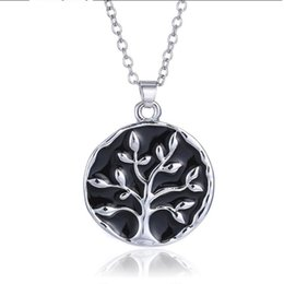 China Promotions Europe and the United States jewelry creative film life tree necklace jewelry wholesale English short necklace suppliers