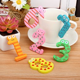 Free Gift Picture NZ - 15pcs set Cute painted wooden Numbers fridge magnets whiteboard sticker Refrigerator Magnets Kids gifts Home Decor Free shipping