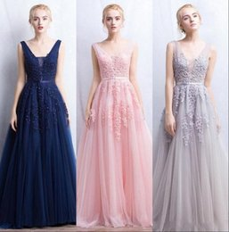 Barato Fita Do Vestido De Noite-2017 Vestidos De Novia Romântico Sexy Deep-V Back Bead Lace Tulle A Line Prom Dresses Backless Ribbon Colorido Blush Pink Evening Gown CPS304