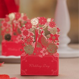 Wholesale Luxe Hollow Red Lace Flower GroomBride Wedding Candy Box Elegant Laser Cut Flora Favor Cadeaux Sacs sucrés pour les invités JK221