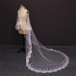 Barato Véu Sem Pente-2017 Single Tier Chic Luxurious Cathedral Wedding Veil SEM Pele De pé Pérola Beaded Flower Bridal Veils