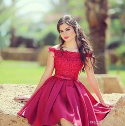 Cheap Clubbing tops online shopping - Little Red Short Cocktail Dresses Knee Length Off the Shoulder Lace Top A Line Satin Formal Party Wear Short Prom Dresses Cheap