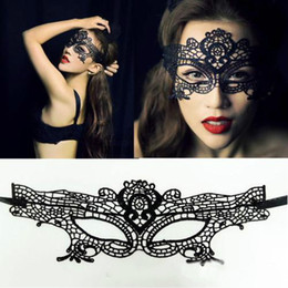 Barato Meninas Quentes Trajes Sexy-10pc 2016 New Girls Women Hot vendas Preto Sexy Lady Lace Mask Cut Out Eye Mask para disfarce Party Fancy Dress Costume