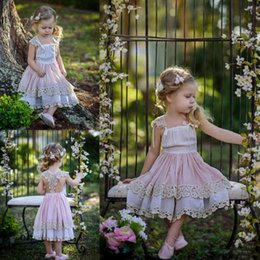 Barato Vestidos De Chiffon Azul Para Crianças-Cute Lace Cap Sleeves Flower Girl Vestidos para casamento Blush Pink Tiered Square Neckline Baby Birthday Party Dress Children Comunion Gowns