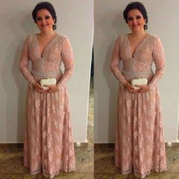 $enCountryForm.capitalKeyWord Canada - 2017 Vintage Long Sleeves Lace Mother of Bride Groom Dresses Elegant Blush Pink V Neck Appliques with Beaded Long Mother Evening Formal Gown