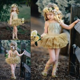 Robe En Tulle D'or Filles Pas Cher-Fashionable Gold 2017 Flower Girls Dresses Spaghetti Neckline Appliques Short Girl's Pageant Dress Tiered Skirts Tulle Flower Girl