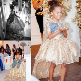 Mini Noeuds Pas Cher-Shiny Rhinestone 2017 Flower Girls Dresses With Wrap Appliques Sequins perlés Bow Knot Robe de style Girls Short Shortless Communion Gowns