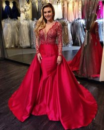 Barato Mangas De Vestidos Longos De Renda Formal Vintage-Stunning Sheer Red Lace Satin Evening Dresses Formal 2017 de alta qualidade Ilusão mangas compridas Sexy V Neck Prom Party Vestidos