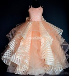 Barato Arcos Inchados Para Vestidos-Custom Made Blush Wedding Flower Girl Vestidos Puffy Train Spaghetti Lace com Big Bow 2017 Girls Vestido Vestido para Communion Kid barato