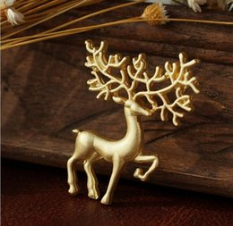 $enCountryForm.capitalKeyWord Canada - Christmas Brooch Dreams Fairy Track Matte Matte Gold Elk Retro Art Brooch Pin Needles wholesale free shipping