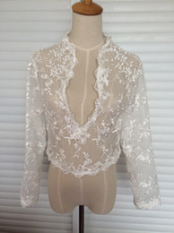 Dentelle Dos Haussé Les Épaules Pas Cher-Manteau à manches longues de haute qualité Veste en bague de mariage Dentelle Marguerite V-Neck Custom Made Sheer Wedding Wraps Shrugs Boutons Retour Robe nuptiale