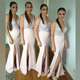 Barato Blush Casamento Damas De Honra-Blush rosa Split Sequins Mermaid dama de honra Deep Deep V Decote Cheap Bridesmaids Wedding Dress Guest