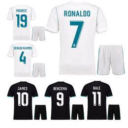 Mejor calidad 17 18 nuevo Real Madrid Home blanco Jersey de fútbol KIT 2017  ausente camisa de fútbol negro Ronaldo Bale JAMES uniformes de fútbol  camisetas 3eac75ee88c63
