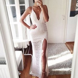 Barato Fadas De Vestido Branco Sexy-Spaghetti Strap White Lace Evening Dresses 2017 Front Slit Sexy Deep V-neck Prom Dress