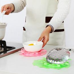 Ladle Holder NZ - Wholesale- 1PC Water Crown Shape Heat Resistant Spoon Ladle Rest Soup Spoon Cup Mat Pot Lid Holder Shelf Splash Spoon Stand Kitchen Utens