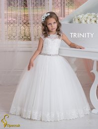 Wedding Beautiful Girl Dresses Canada - Cap Sleeves Crystals Lace Tulle Flower Girl Dresses Vintage Child Pageant Dresses Beautiful Flower Girl Wedding Dresses F01