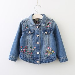 Broderie Outwear Pas Cher-Autumn Girls Denim Outwear Enfants Girl Broderie Floral Vestes Baby Girl Fashion Casual Tops 2017 vêtements pour enfants