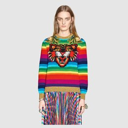 Barato Tricô Flores Para Camisolas Mulheres-Autumn Women Brand Design Sweaters 2017 Outono Inverno Bordado Flores Tiger Head Jacquard Rainbow Stripe Pullovers Casual malha Outwear