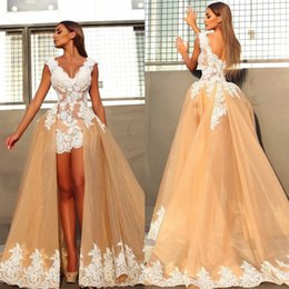 Barato Mangas De Boné De Vestido Destacável-Champagne Deep V Neck Cap Sleeve Short Vestidos de noite árabe com Train desmontável Backless Sweep Train Sexy African Prom Dress Applique