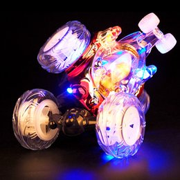 Venta al por mayor de Rc coche 360 grados de rotación con música RC Stunt tumble car acrobacias recargables de juguete carcarrinho de controle remoto