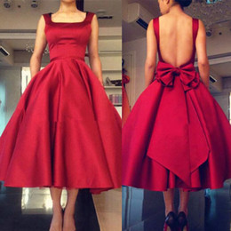 Robe Rouge À Col Carré Pas Cher-2017 All Red Tea Longueur Satin Robes de bal Open Back avec Bow Plus Size Square Neck A-ligne sangles Formal Robes de soirée Custom Made