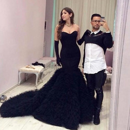 Barato Penas Elegantes Vestidos-Elegant Black Satin Sweetheart Feathers Mermaid Evening Dresses Sweep Train Mulheres Vestidos de baile formal para festa Vestidos De Festa