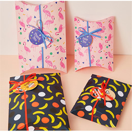 Barato Caixa De Presente Cor-de-rosa Bonito-30 x Cute Pink Bird Flamingo / Black Banana Pillow Shape Gift Candy Box Cake Box Sweet Wedding Party Favor