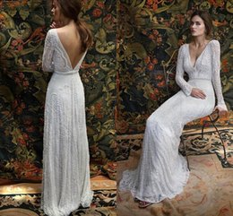 Barato Vestidos De Noiva De Trem Longo Romântico-2017 New Romantic Bohemian Lace Backless Vestidos de casamento V neck Long Sleeves Garden Beach Bridal Gowns Fairy Sweep Train 1970's Hippie Boho