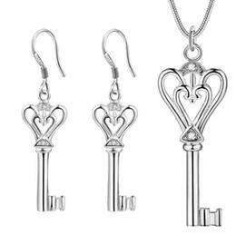 Großhandel 925 neue europäische Anhänger Halskette Ohrring Schmuck Set herzförmigen Schlüssel Anzug Katami Allgleiches maßgeschneiderte Kleidung Großhandel