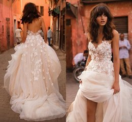 Illusion V Neck Wedding Dress Canada - Liz Martinez New Wedding Dresses 2017 Sexy with 3D Floral V Neck Illusion Backless Plus Size Elegant Garden Country Toddler Wedding Gowns
