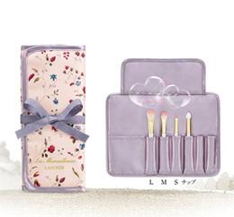 China LES MERVEILLEUSES LADUREE Makeup 4pcs BRUSH SET with bag eyeshadow powder foundation eyebrow brush japan brand factory price suppliers