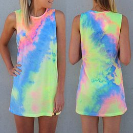 Barato Gravatas Arco Íris Atacado-Atacado - 2016 New Summer Sexy Women sem mangas Party arco-íris Vestido Mini Dress Tie Dye Beach Dress