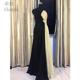 Venta al por mayor de 2017 nuevo barato una línea de gasa con cuello en V palabra de longitud multicolor Criss Cross invitado de la boda más vestidos formales vestidos de dama de honor tamaño personalizado