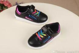 Venta al por mayor de 2018 Zapatos para niños pequeños Primeros pasos para niños Caminadores de tela a rayas Unti slip braid Infant Kids shoes Luz suave