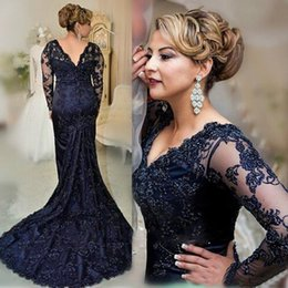 Marins Foncés Pas Cher-Elegant Dark Navy Mermaid Mère de la mariée Robes Long Sleeve V Neck Lace Applique Robe d'invité de mariage Plus Size Mothers Groom Gowns
