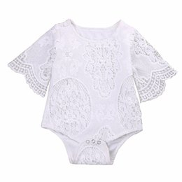 Petites Petites Filles Pas Cher-Lovely Ins Baby Girls White Lace Ruffles Sleeve Romper Infant Lace sweet little baby's Jumpsuit Clothes top Soin du corps 0-2 ans expédition gratuite