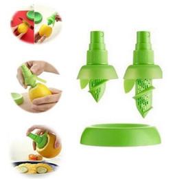 $enCountryForm.capitalKeyWord NZ - 2pcs set Lemon Orange Juice Sprayer Fruit Vegetable Tool Dining Bar Plastic Lemon Juice Sprayer Squeezer Cozinha