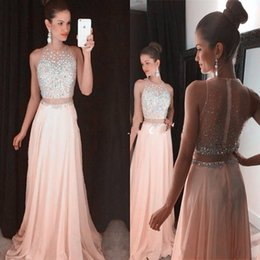 Barato Vestidos Vintage Superiores-Blush Pink Crop Top Vestidos Prom Gown Two Piece Silver Crystal Sheer Back Chiffon Sexy Long Dress para vestidos de festa de graduação BA2016