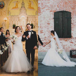 Lace Neck Fit Flare Canada - 2017 Gorgeous Mermaid Wedding Dress Sheer Neck Lace Appliques Fit and Flare Trumpet Tulle Wedding Dresses Custom Made Bridal Gowns