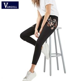 Jeans Skinny Style Européen Pas Cher-Vente en gros - 2017 New Spring Style européen Broderie Floral Jeans Femme Vintage Black Button Poches Pantalons Denim Sexy Girls Skinny Jeans